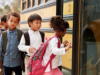 Cadeirinha em transporte escolar: seu uso é obrigatório?